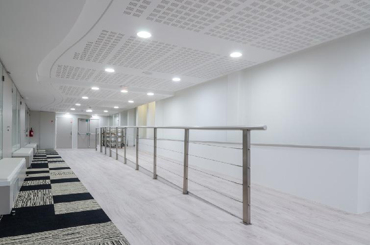 agence-decoration-interieure-travaux-renovation-salon-entreprise-7