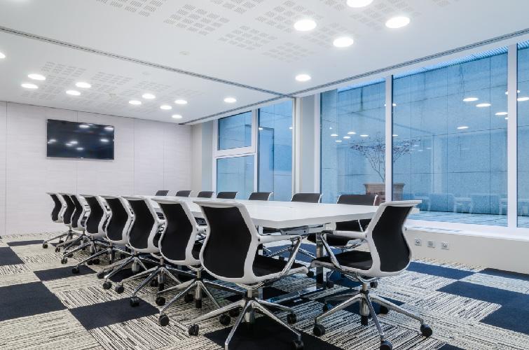 agence-decoration-interieure-travaux-renovation-salon-entreprise-3
