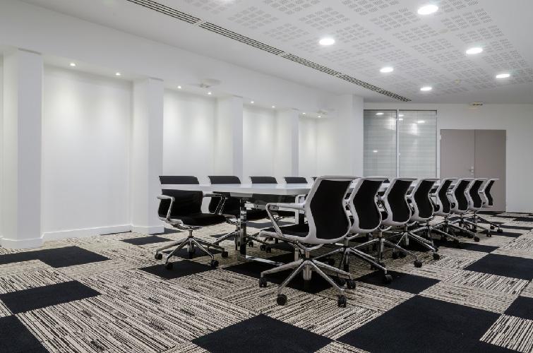 agence-decoration-interieure-travaux-renovation-salon-entreprise-2